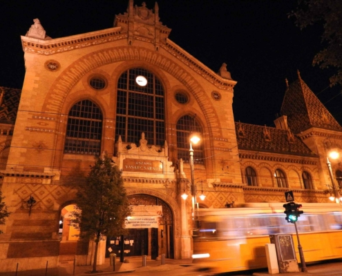 Photo the Central market hall of Budapest at night with an old yellow tram passing by (Evening tour finishes here)