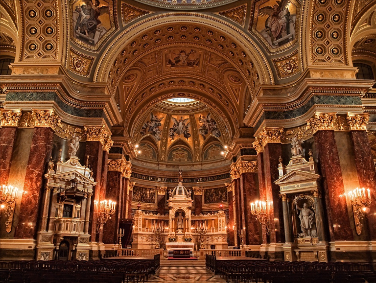 The beautiful neo baroque interior of the Saint Stephen's Basilica, the biggest roman catholic church in the fifth district of Budapest